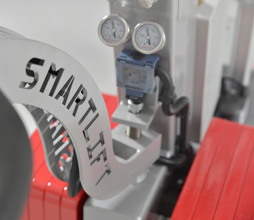 Glass robots from Smartlift.